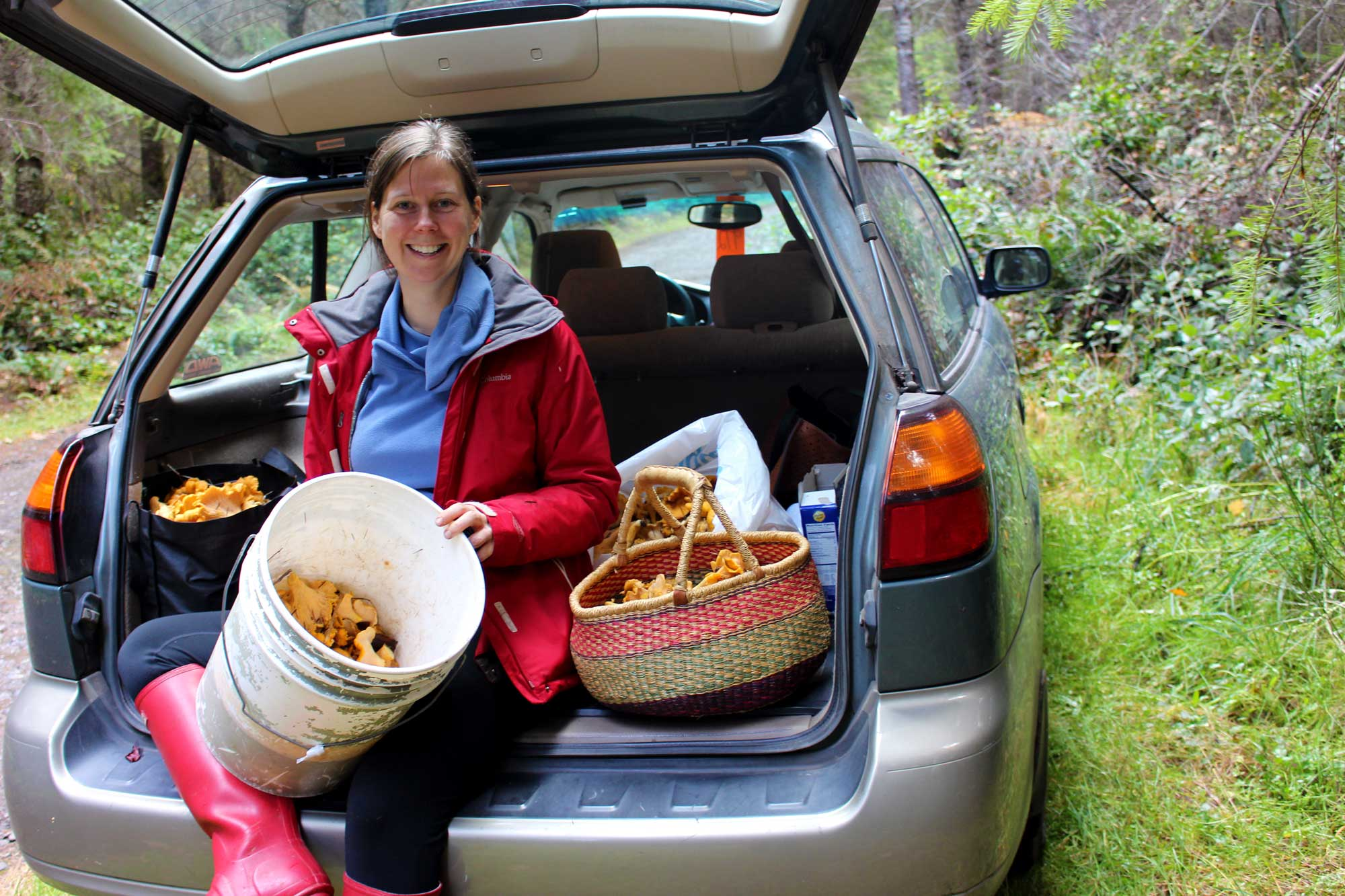 renee-chanterelle-hunting